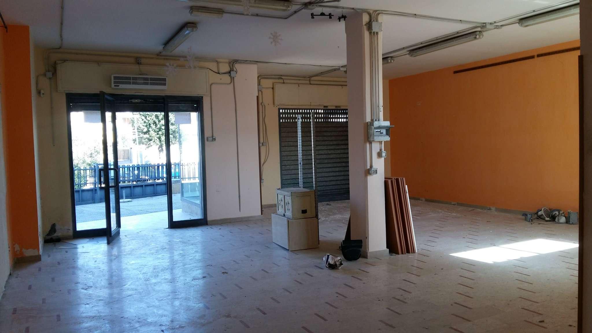 Negozio / Locale in affitto a Mariglianella, 2 locali, prezzo € 1.200 | Cambio Casa.it