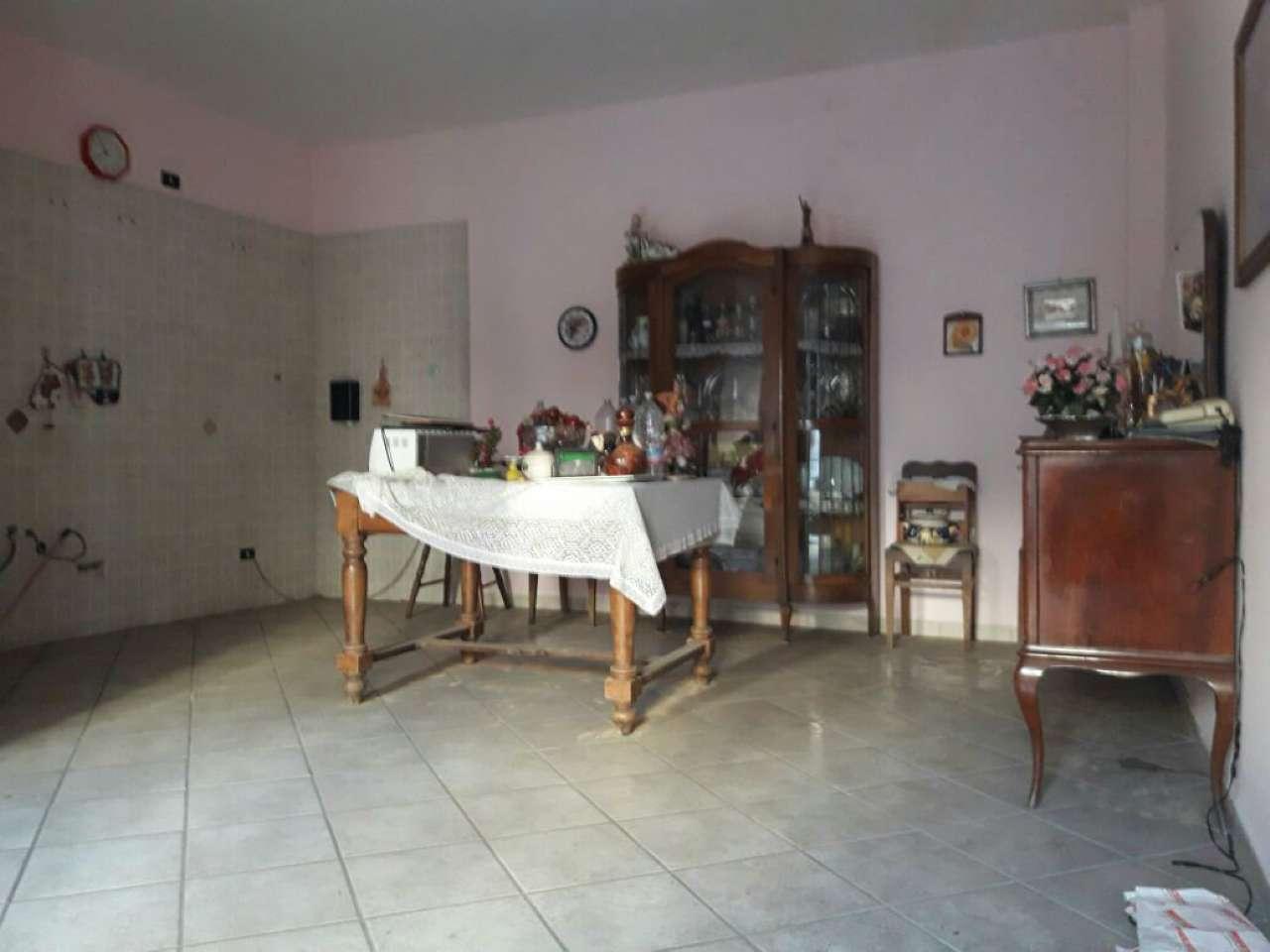 Appartamento in vendita a Marigliano, 3 locali, prezzo € 60.000   CambioCasa.it