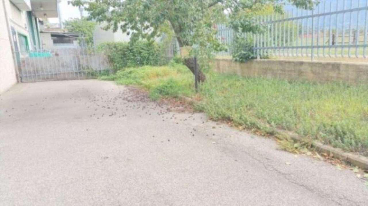 Magazzino in vendita a Prato, 5 locali, prezzo € 520.000 | Cambio Casa.it