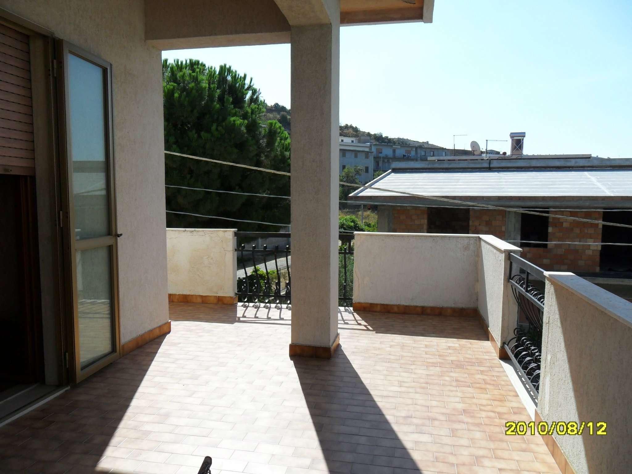 Soluzione Indipendente in vendita a Motta San Giovanni, 12 locali, prezzo € 250.000 | Cambio Casa.it