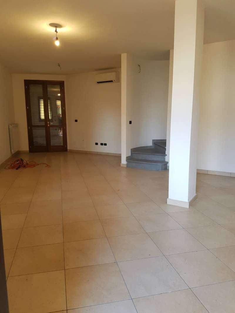 Palazzo / Stabile in vendita a Prato, 7 locali, prezzo € 450.000 | CambioCasa.it