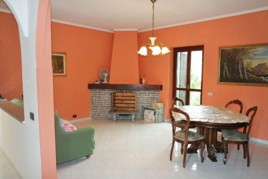 Soluzione Indipendente in vendita a Rivoli, 9999 locali, prezzo € 245.000 | Cambio Casa.it