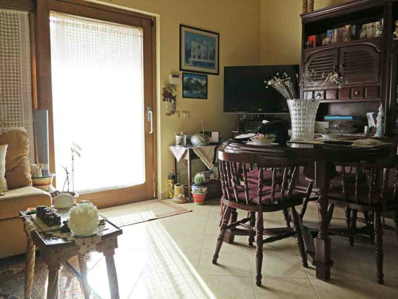Villa in vendita a Scoppito, 10 locali, prezzo € 350.000 | Cambio Casa.it