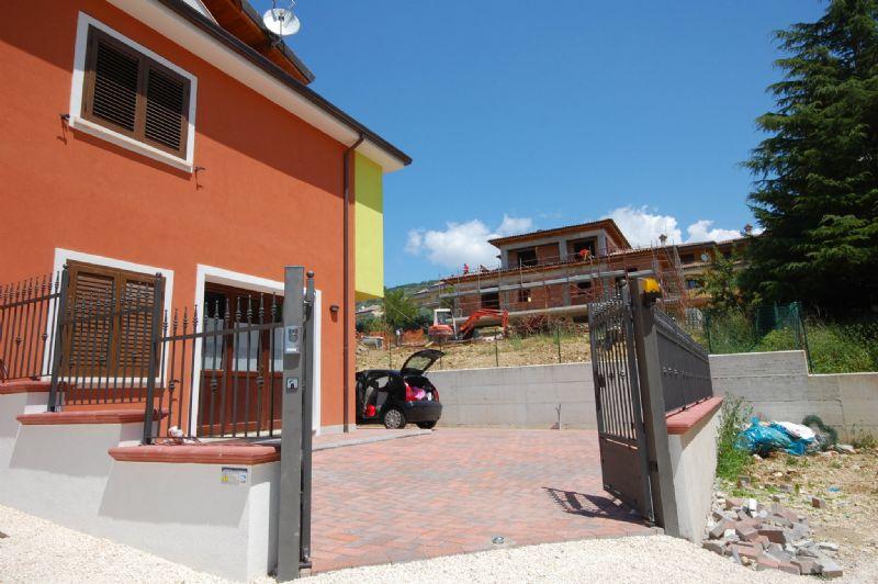Villa a Schiera in vendita a Scoppito, 6 locali, prezzo € 220.000 | Cambio Casa.it