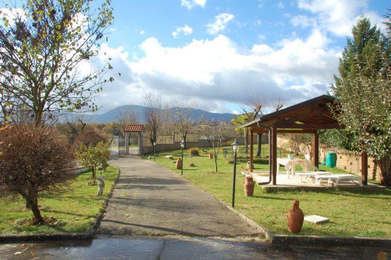 Villa in vendita a L'Aquila, 12 locali, Trattative riservate | CambioCasa.it