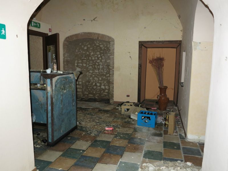 Negozio / Locale in Vendita a L'Aquila