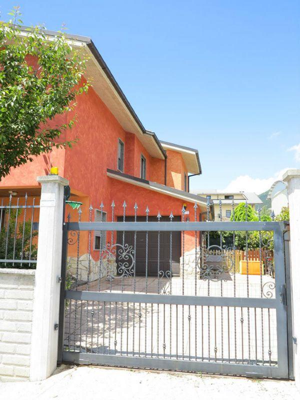 Villa a Schiera in vendita a Pizzoli, 7 locali, prezzo € 280.000 | Cambio Casa.it