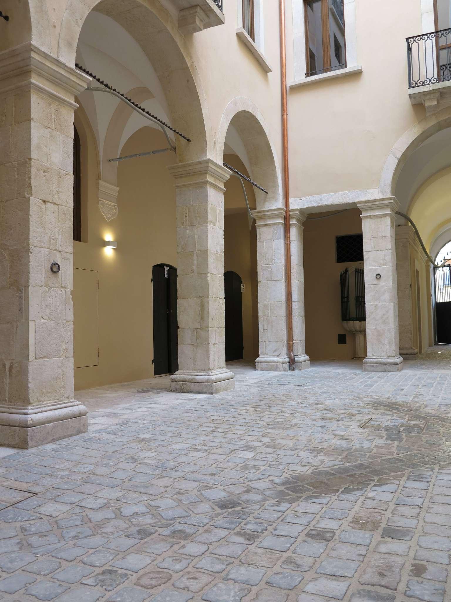 Ufficio / Studio in affitto a L'Aquila, 5 locali, Trattative riservate | Cambio Casa.it