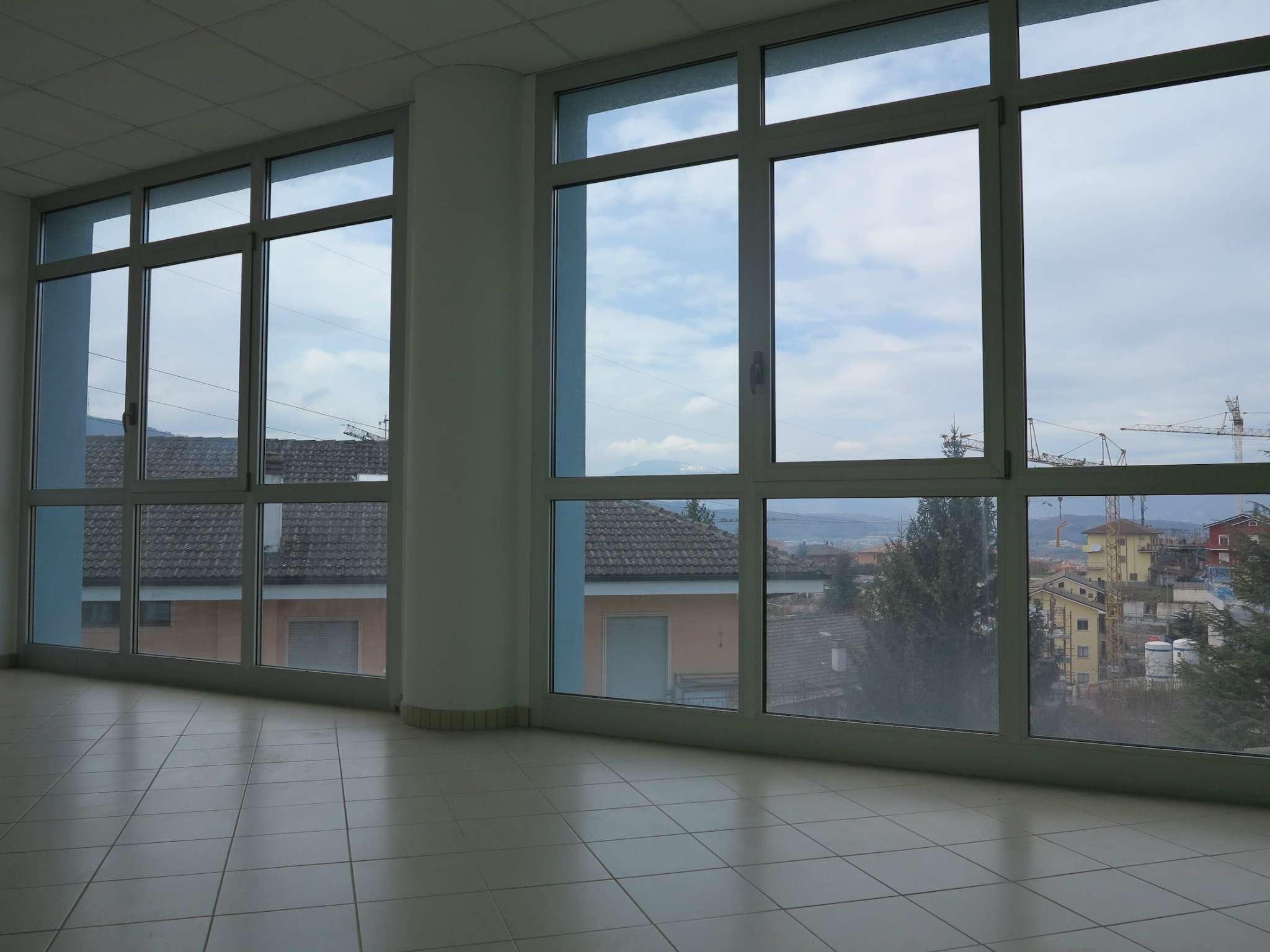 Ufficio / Studio in affitto a L'Aquila, 2 locali, prezzo € 700   Cambio Casa.it