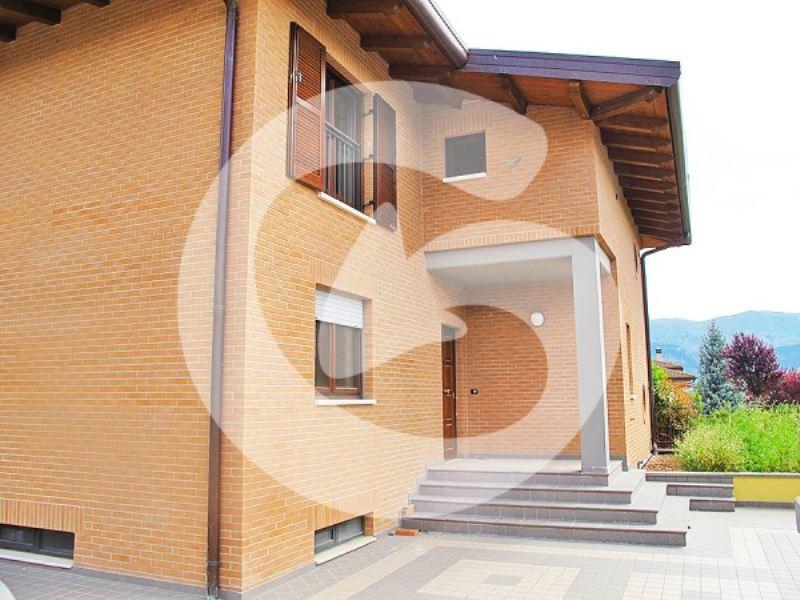 Villa a Schiera in vendita a L'Aquila, 4 locali, prezzo € 370.000 | Cambio Casa.it