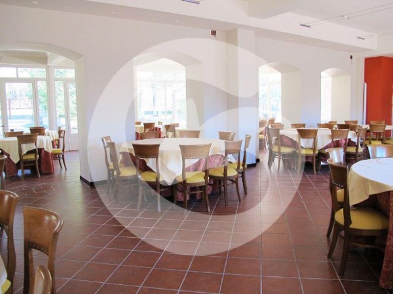 Albergo in vendita a Pizzoli, 6 locali, Trattative riservate | CambioCasa.it