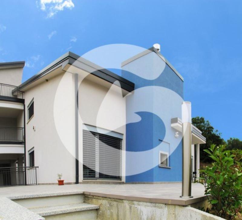 Appartamento in vendita a L'Aquila, 4 locali, prezzo € 210.000 | Cambio Casa.it