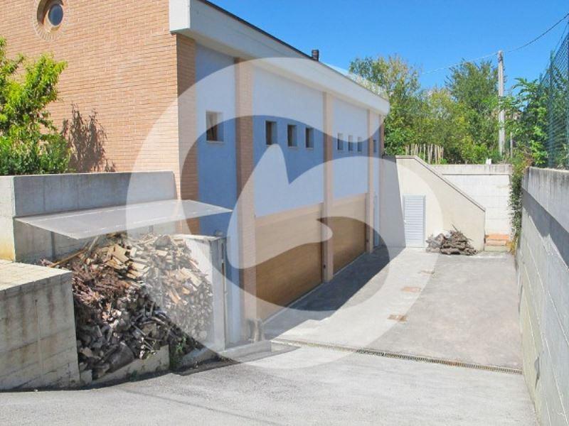 Villa Bifamiliare in vendita a L'Aquila, 16 locali, Trattative riservate | Cambio Casa.it