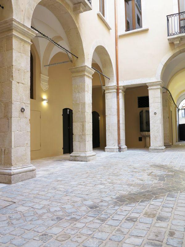 Ufficio / Studio in affitto a L'Aquila, 30 locali, Trattative riservate | Cambio Casa.it