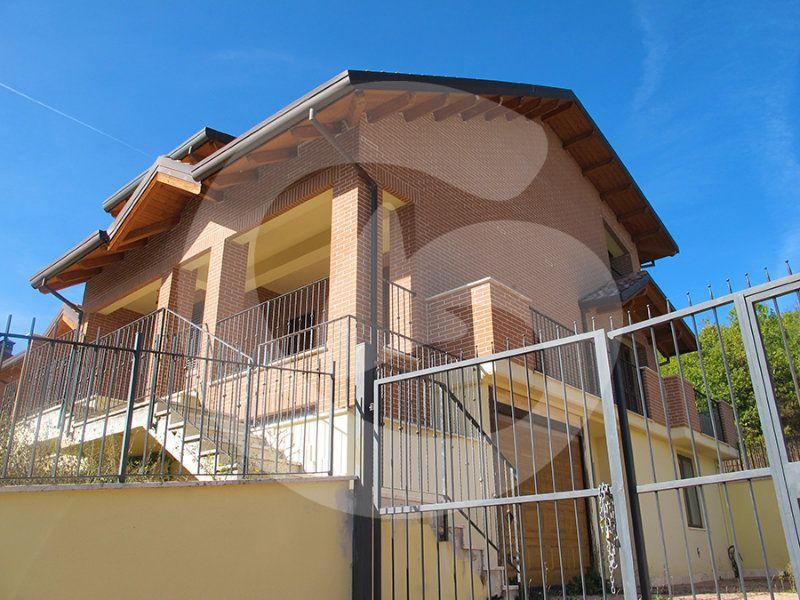Villa a Schiera in vendita a Scoppito, 6 locali, prezzo € 285.000 | Cambio Casa.it