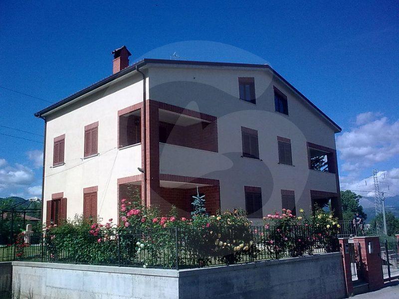 Villa Bifamiliare in vendita a Scoppito, 9 locali, prezzo € 330.000 | Cambio Casa.it