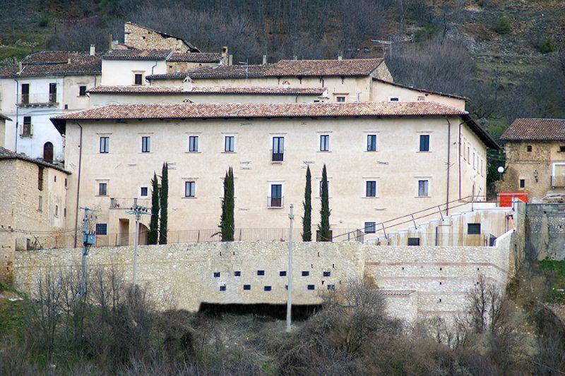 Ristorante / Pizzeria / Trattoria in affitto a Fagnano Alto, 3 locali, Trattative riservate | Cambio Casa.it