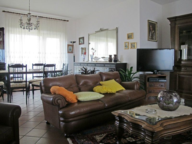 Villa in vendita a L'Aquila, 10 locali, Trattative riservate | Cambio Casa.it