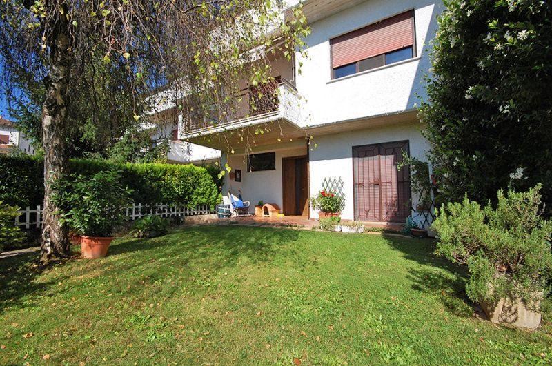 Villa a Schiera in vendita a L'Aquila, 8 locali, prezzo € 225.000   Cambio Casa.it