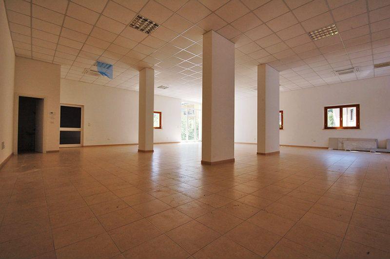 Capannone in affitto a L'Aquila, 3 locali, Trattative riservate | Cambio Casa.it