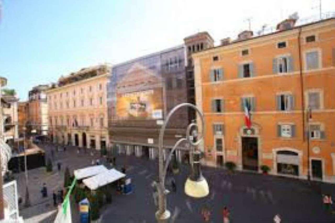 Negozio locale roma affitto zona 1 centro storico 15 for Affitto locale commerciale roma centro