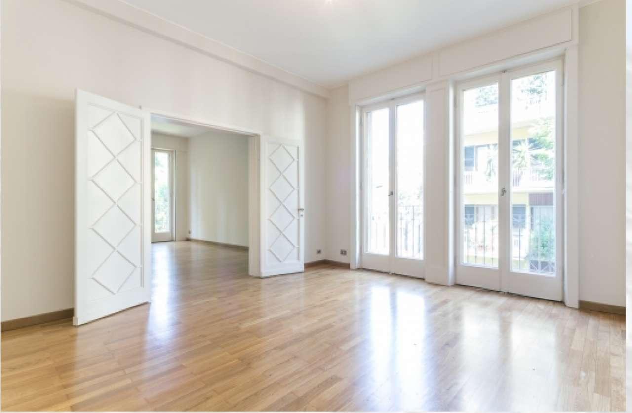 Appartamento in Affitto a Milano 01 Centro storico (Cerchia dei Navigli): 5 locali, 211 mq