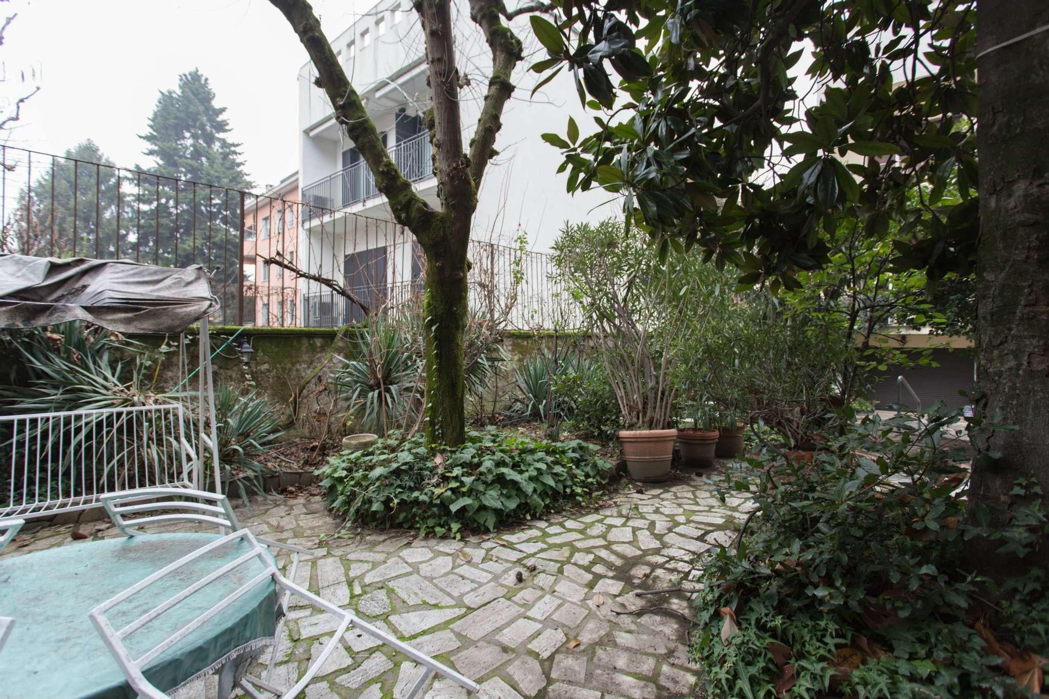 Villa in Vendita a Milano 29 Certosa / Bovisa / Dergano / Maciachini / Istria / Testi: 5 locali, 335 mq