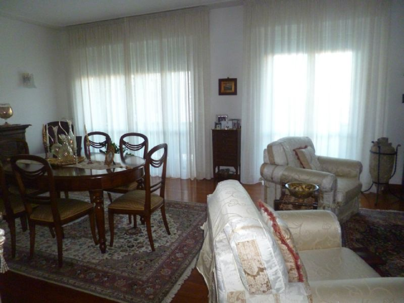 Appartamento in vendita a Livorno, 5 locali, prezzo € 350.000   Cambio Casa.it