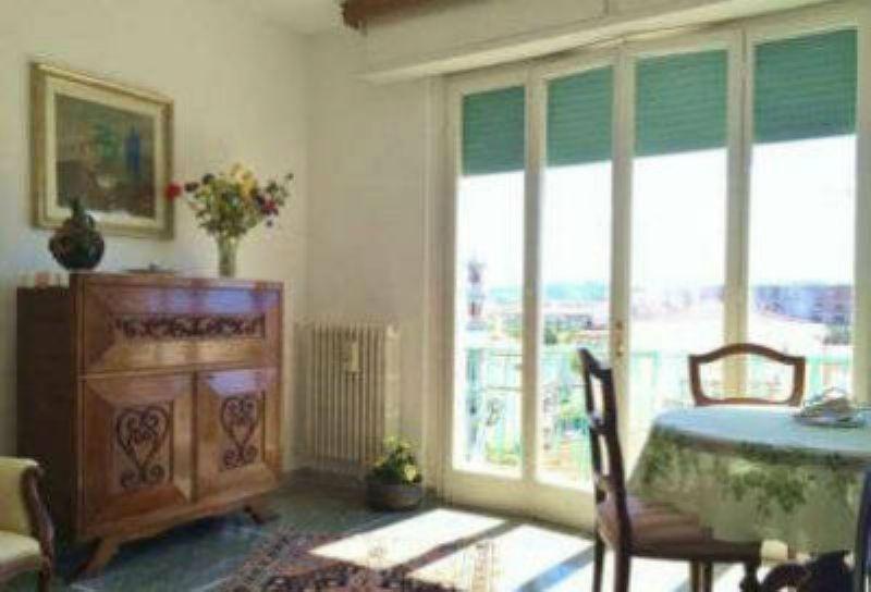 Appartamento in vendita a Livorno, 4 locali, prezzo € 215.000 | Cambio Casa.it