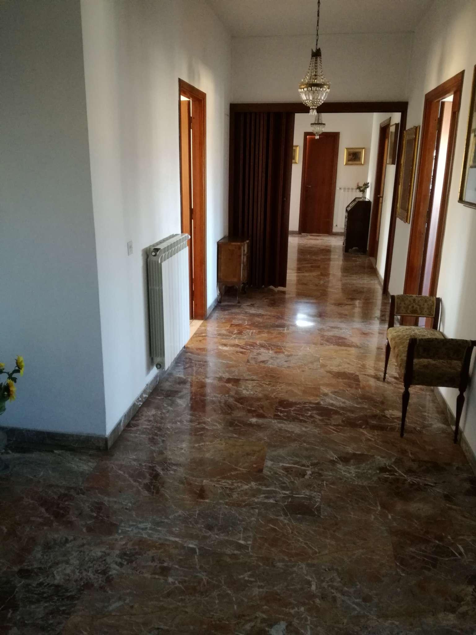 Appartamento in vendita a Livorno, 5 locali, prezzo € 350.000 | CambioCasa.it