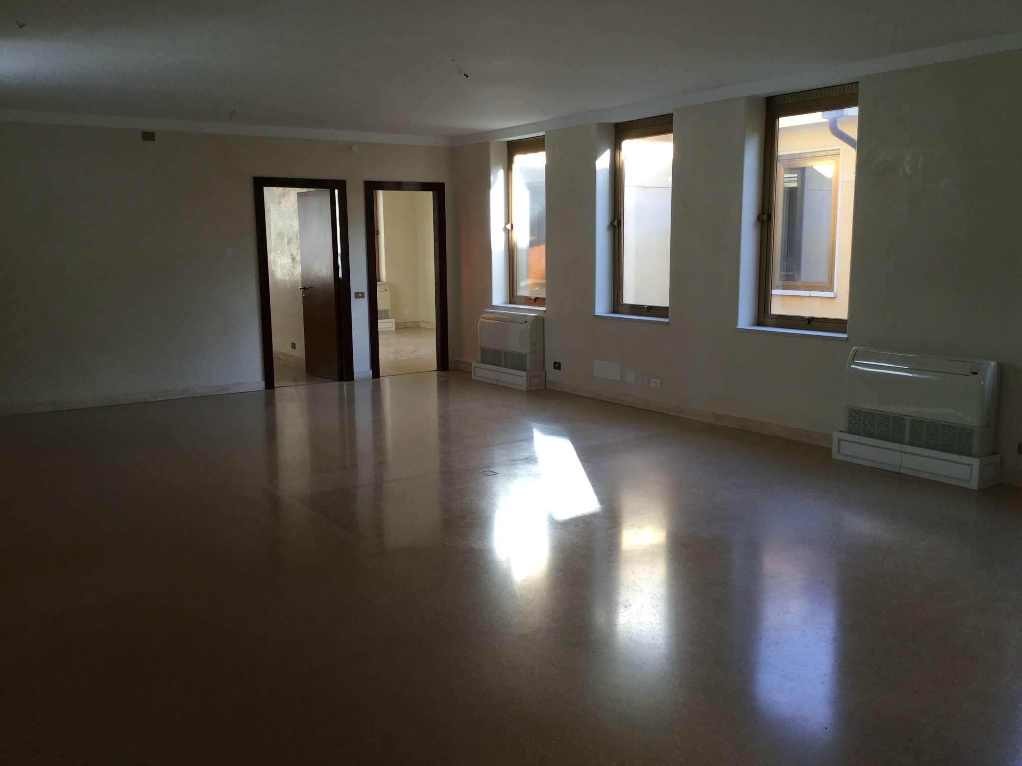Ufficio / Studio in affitto a Venezia, 9999 locali, zona Zona: 11 . Mestre, Trattative riservate | Cambio Casa.it