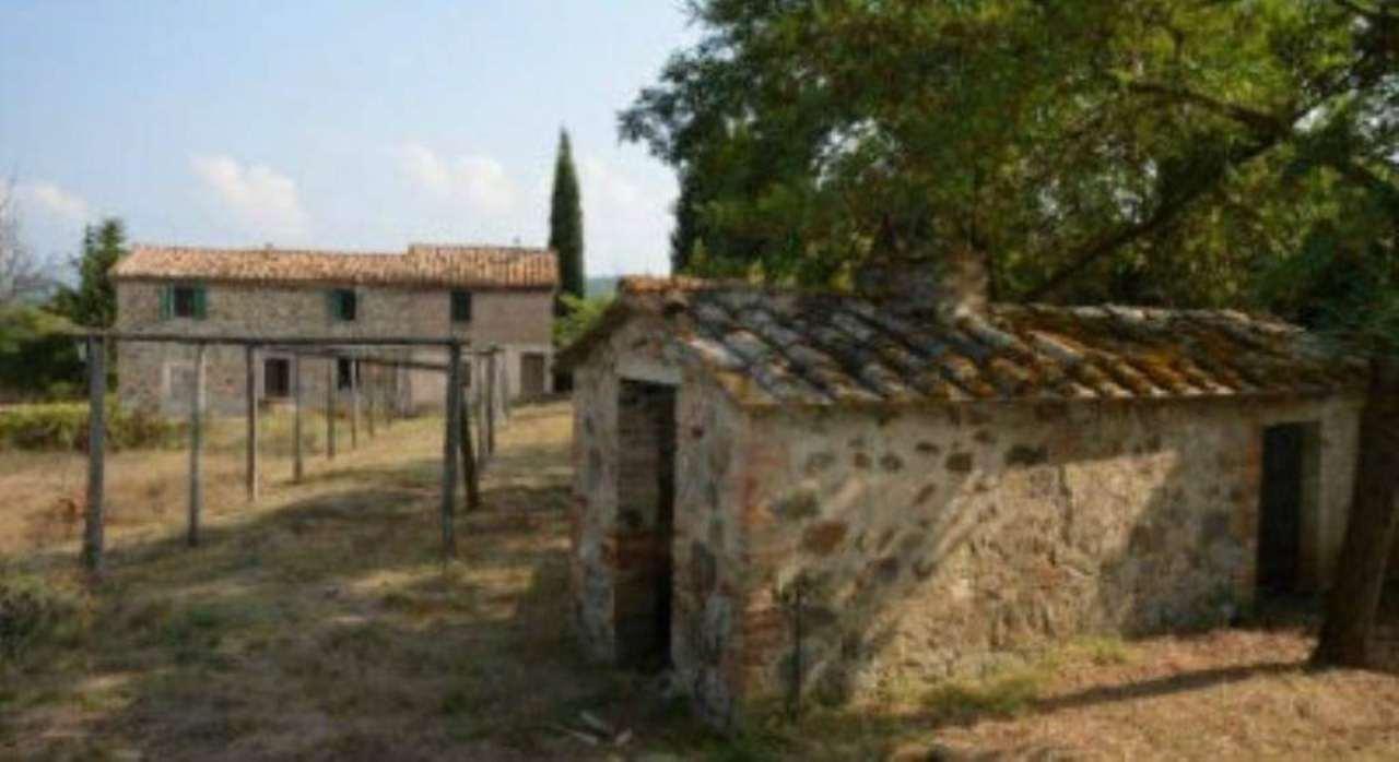 Rustico / Casale in vendita a Montalcino, 15 locali, prezzo € 145.000 | Cambio Casa.it