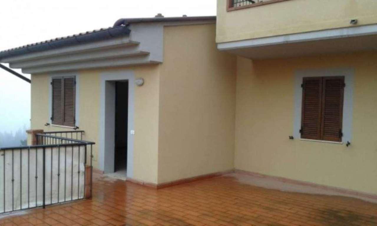 Appartamento in vendita a Castiglione d'Orcia, 4 locali, prezzo € 110.000 | Cambio Casa.it