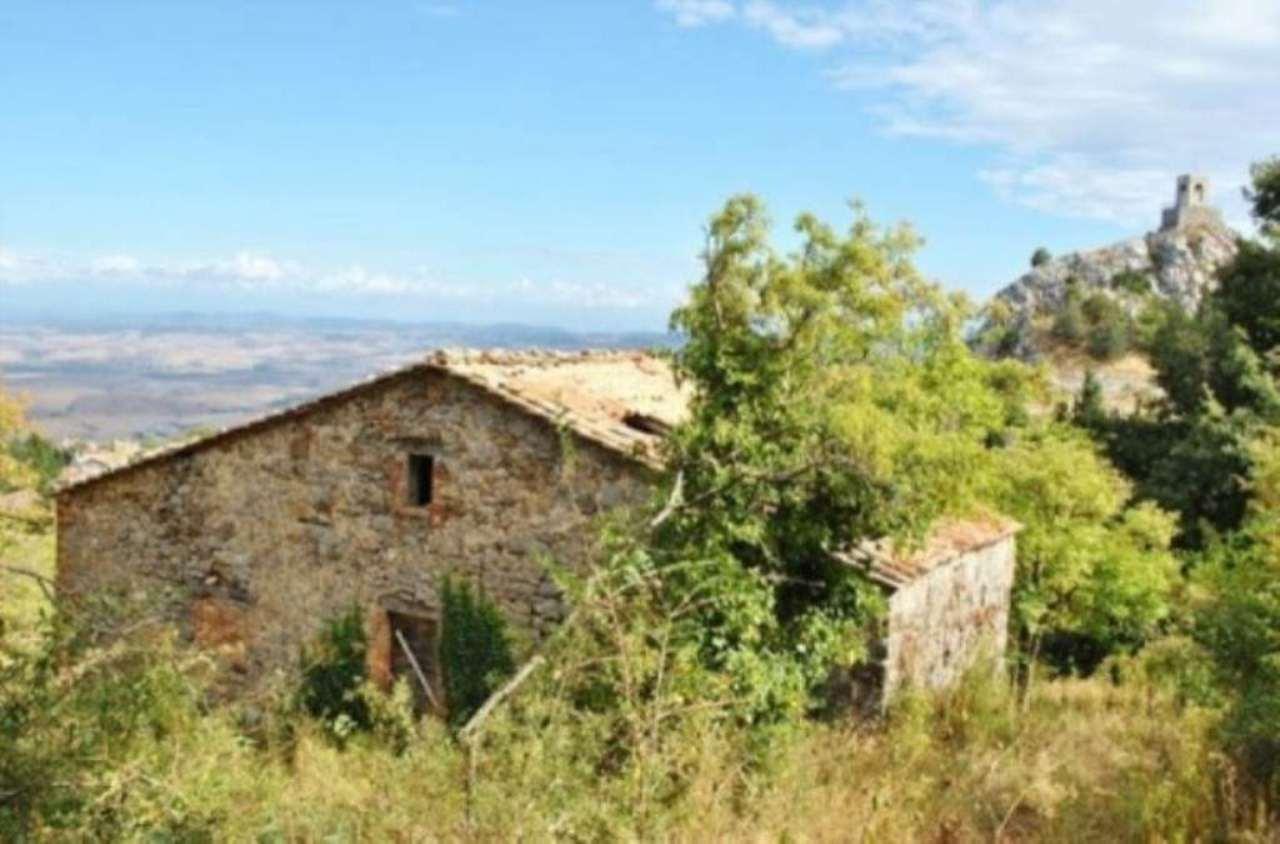 Rustico / Casale in vendita a Castiglione d'Orcia, 6 locali, prezzo € 150.000   Cambio Casa.it
