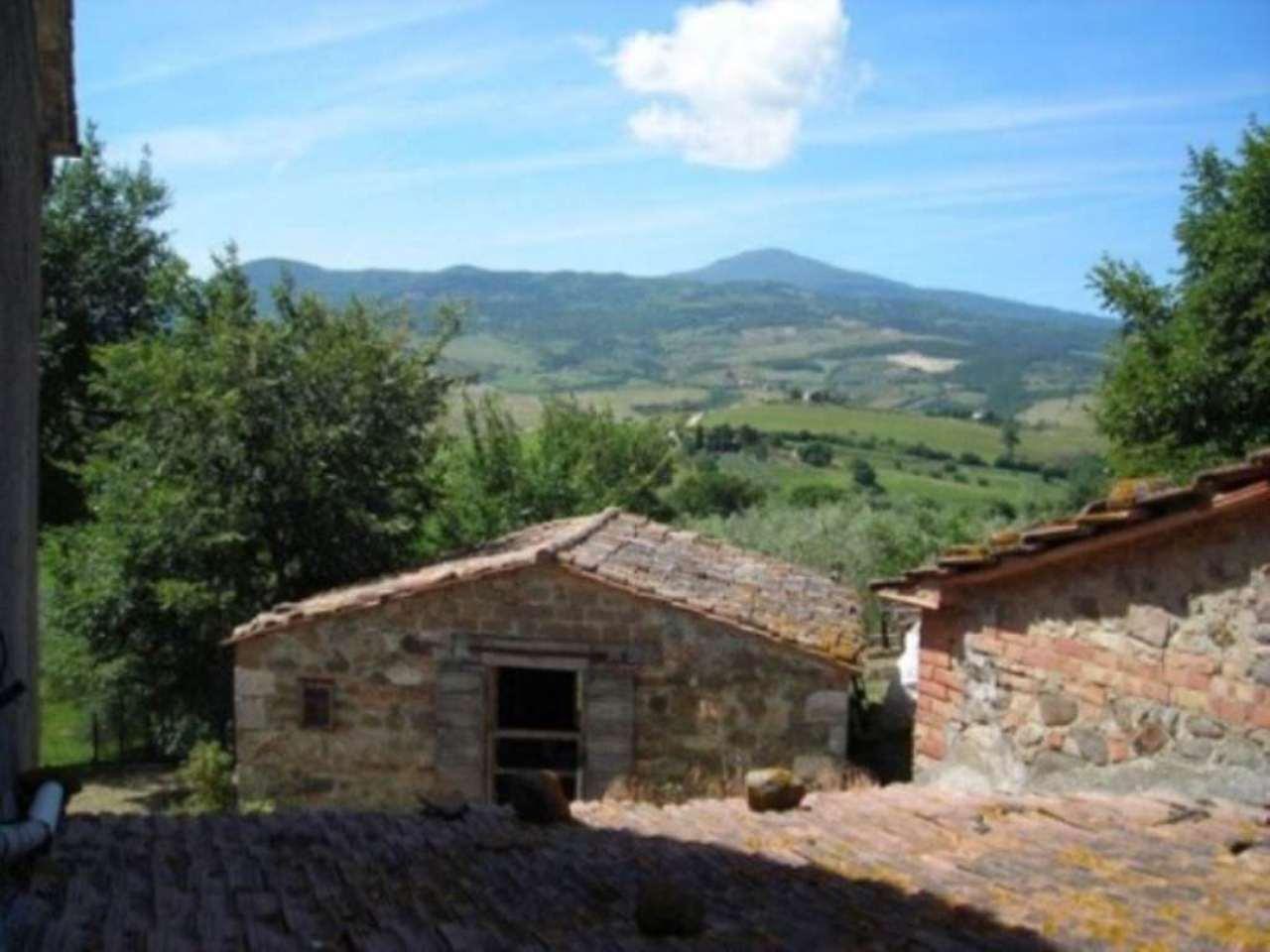 Rustico / Casale in vendita a Castiglione d'Orcia, 6 locali, prezzo € 198.000   Cambio Casa.it