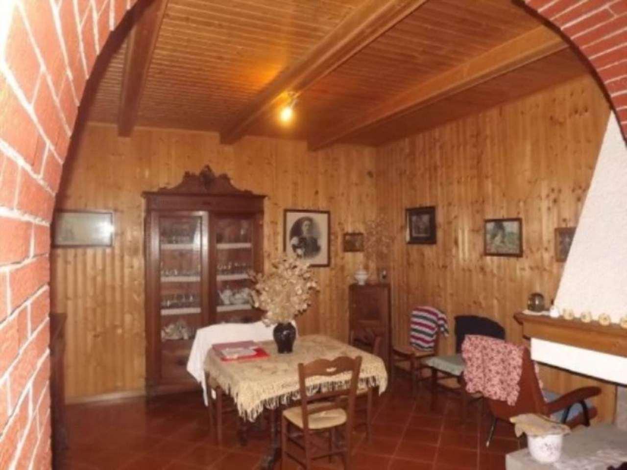 Appartamento in vendita a Piancastagnaio, 4 locali, prezzo € 60.000   Cambio Casa.it