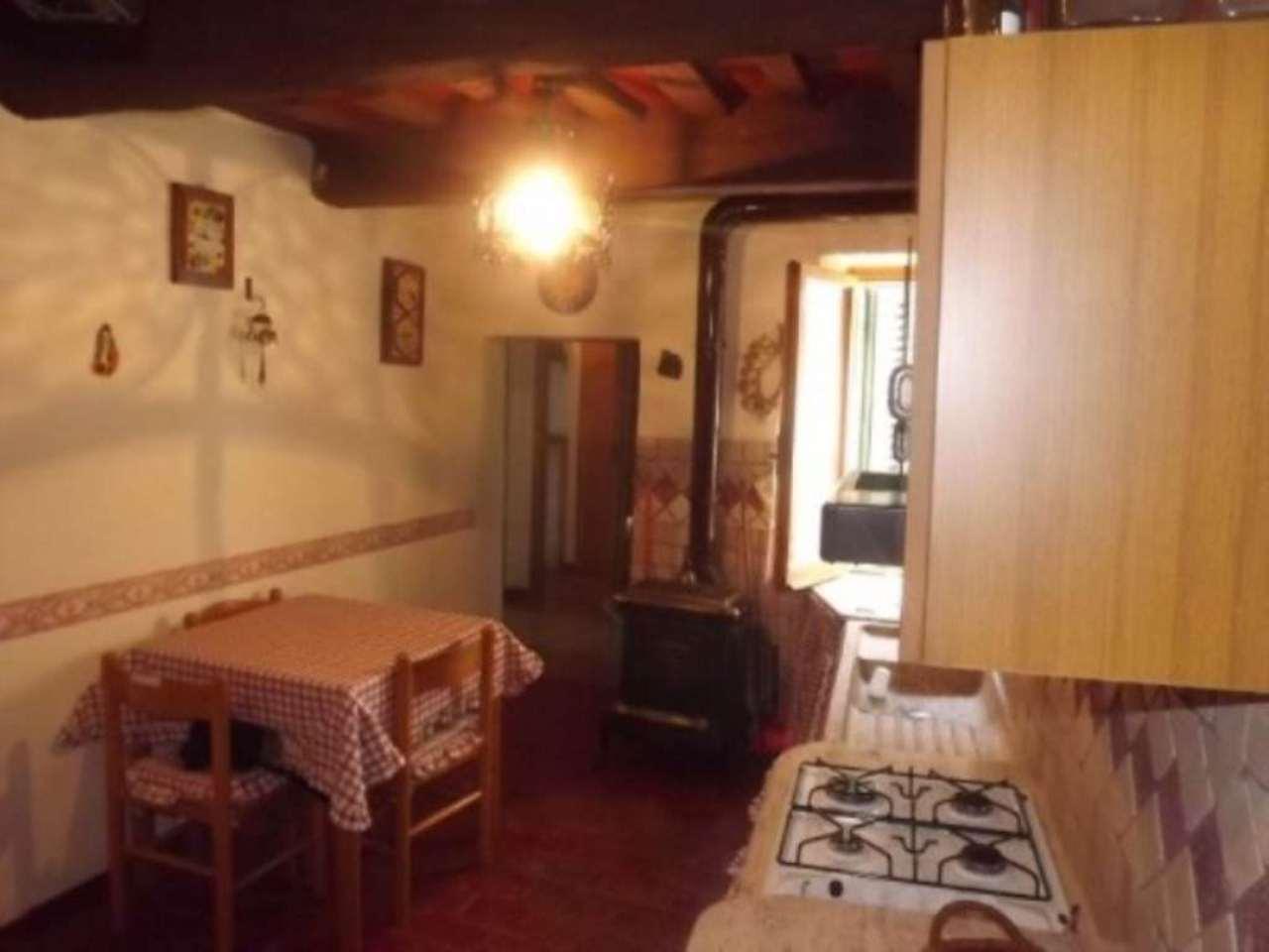 Appartamento in vendita a Piancastagnaio, 4 locali, prezzo € 45.000   Cambio Casa.it