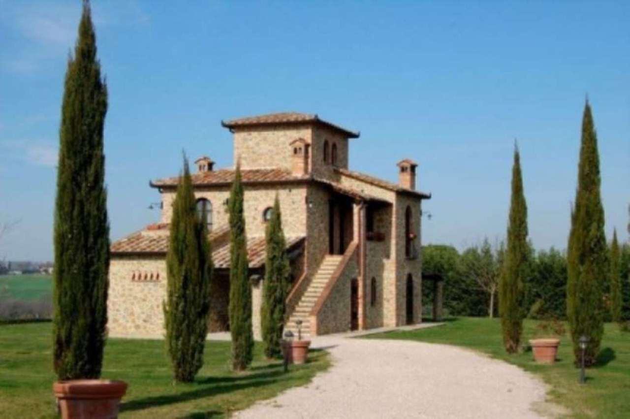Villa in vendita a Castiglione del Lago, 6 locali, prezzo € 1.400.000   Cambio Casa.it