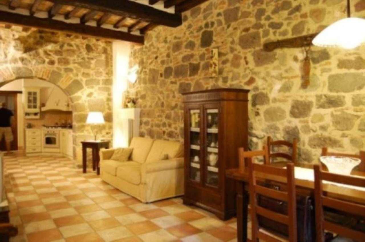 Appartamento in vendita a Radicofani, 6 locali, prezzo € 300.000 | Cambio Casa.it