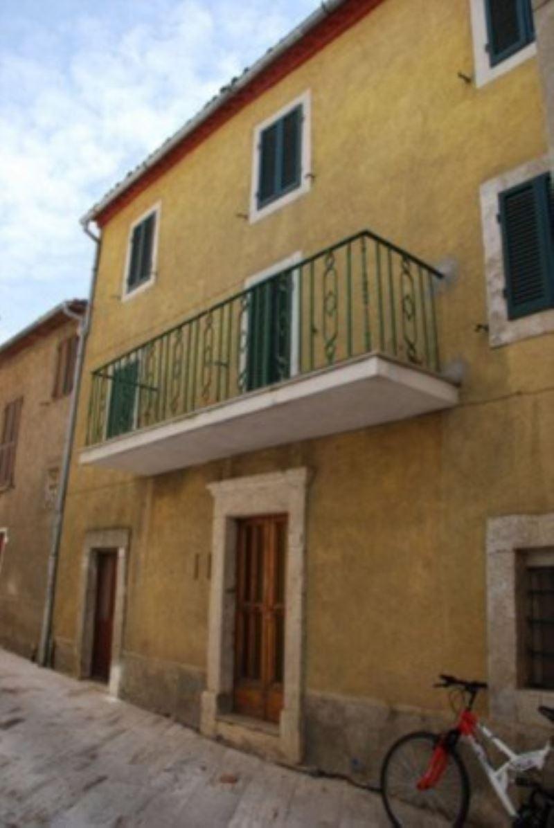 Appartamento in vendita a Castiglione d'Orcia, 4 locali, prezzo € 30.000 | Cambio Casa.it