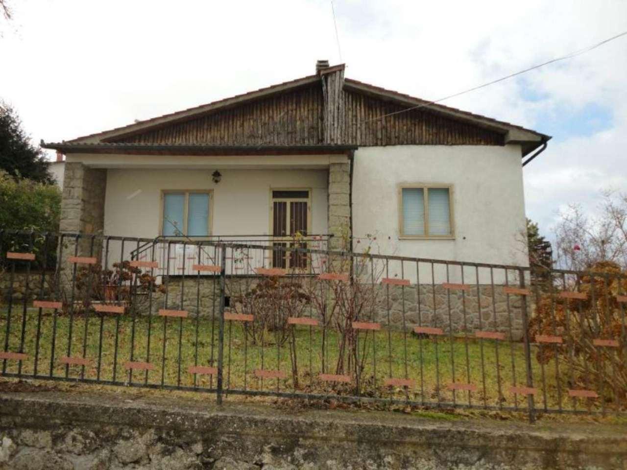 Villa in vendita a Castiglione d'Orcia, 8 locali, prezzo € 150.000 | Cambio Casa.it