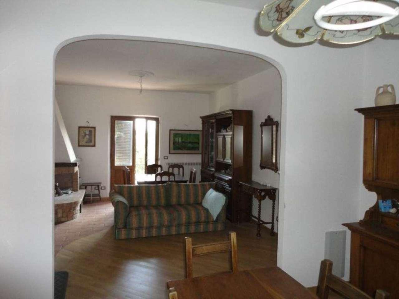 Appartamento in vendita a Castiglione d'Orcia, 5 locali, prezzo € 125.000 | Cambio Casa.it