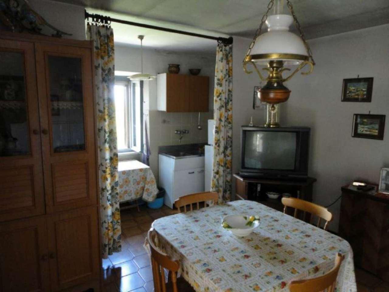 Appartamento in vendita a Castiglione d'Orcia, 5 locali, prezzo € 120.000 | Cambio Casa.it