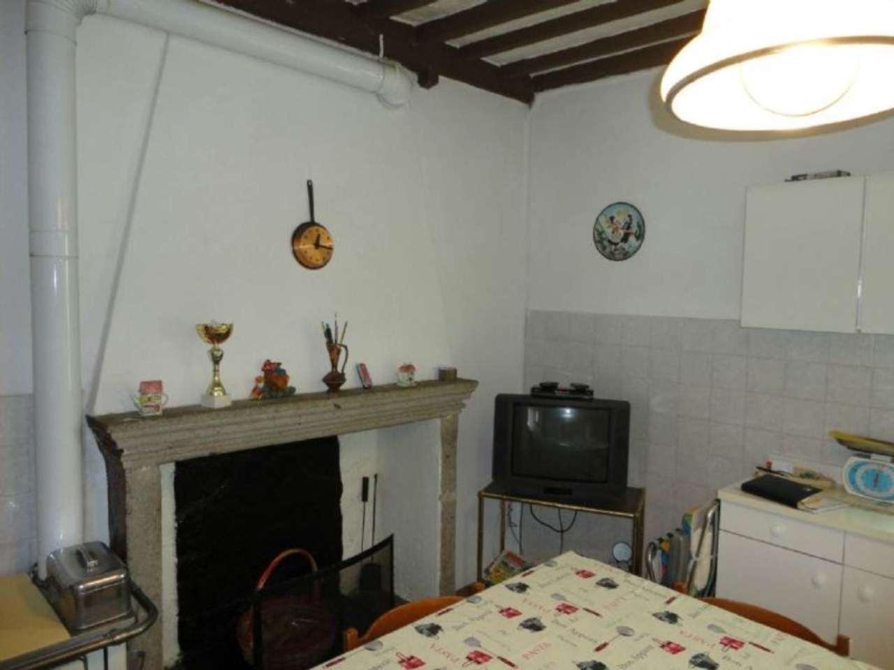 Appartamento in vendita a Castiglione d'Orcia, 8 locali, prezzo € 43.000 | Cambio Casa.it