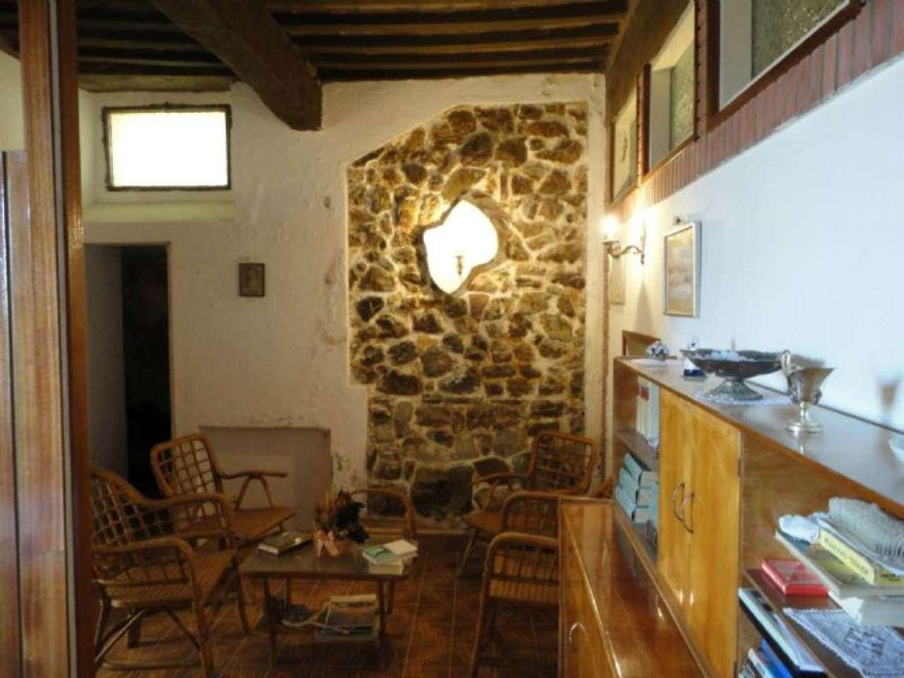 Appartamento in vendita a Castiglione d'Orcia, 5 locali, prezzo € 49.000 | Cambio Casa.it