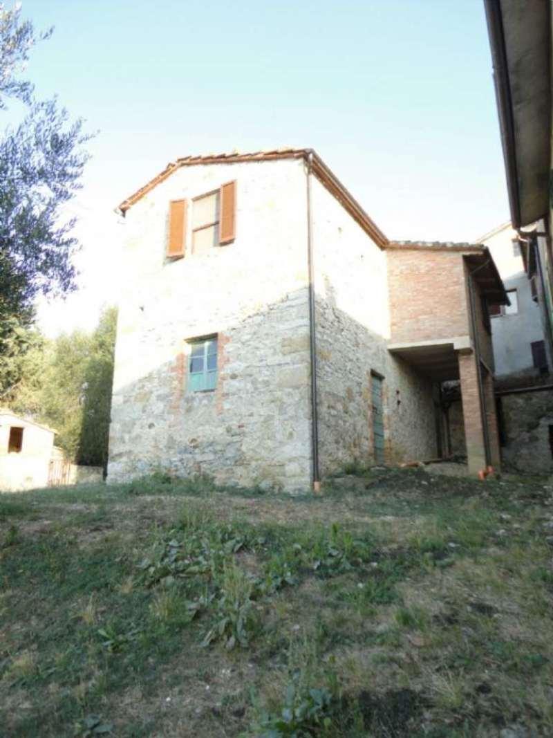 Appartamento in vendita a Castiglione d'Orcia, 10 locali, prezzo € 97.000 | Cambio Casa.it
