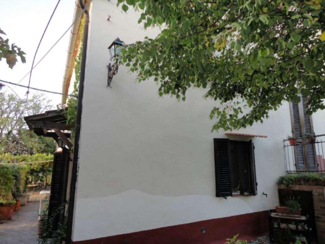 Appartamento in vendita a Castiglione d'Orcia, 6 locali, prezzo € 80.000 | Cambio Casa.it