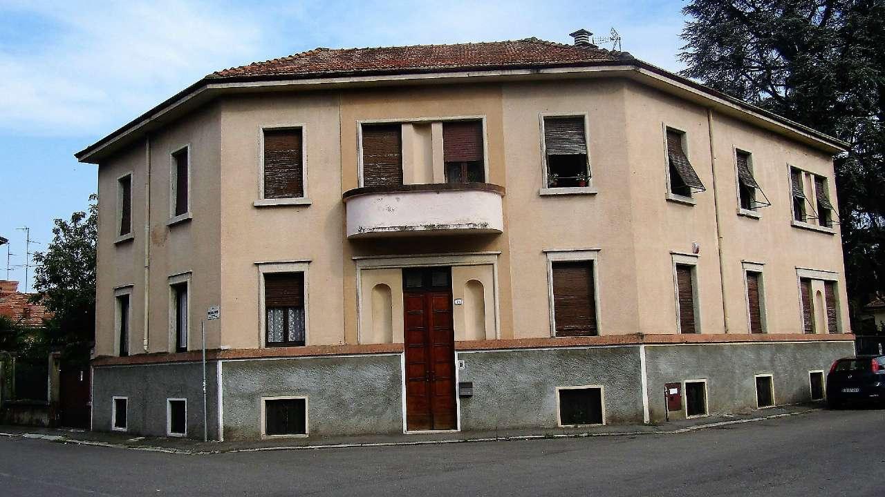 Palazzo / Stabile in vendita a Vigevano, 20 locali, prezzo € 300.000 | CambioCasa.it