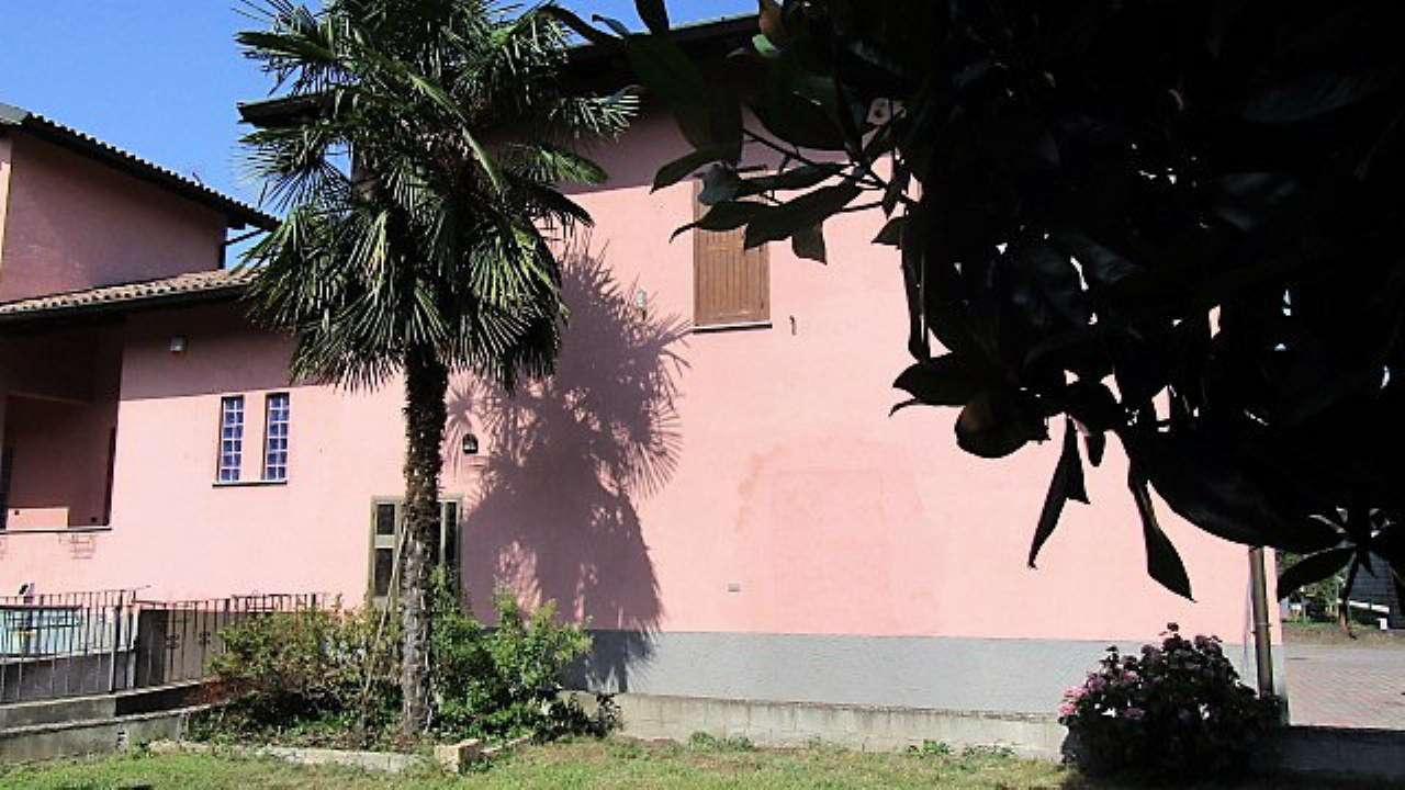 Villa bifamiliare 6 locali in vendita a Vigevano (PV)