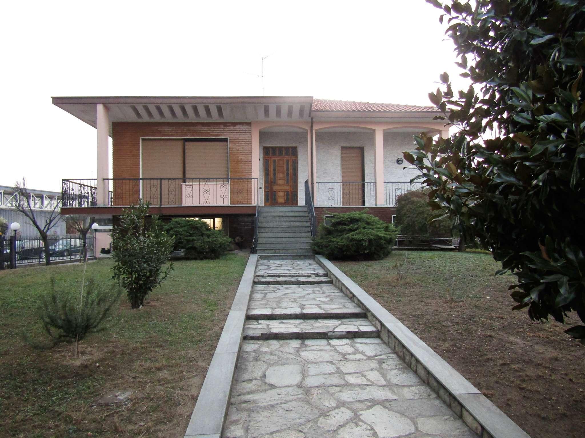 Palazzo / Stabile in vendita a Vigevano, 10 locali, prezzo € 850.000 | CambioCasa.it